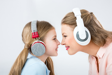 Photo pour mother and daughter listening music with headphones in studio - image libre de droit