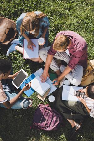 Foto de multiethnic students studying together - Imagen libre de derechos