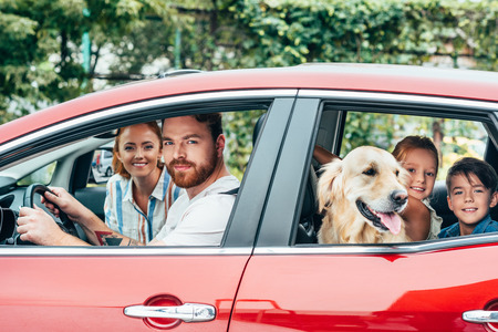 Photo pour happy young family travelling by car with dog - image libre de droit