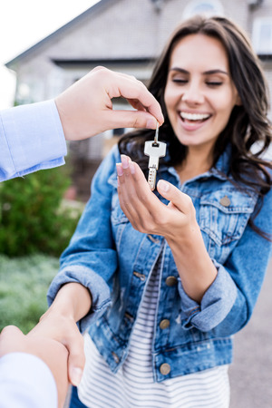 Photo pour close-up shot of woman buying new house and shaking hands with realtor - image libre de droit
