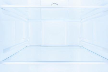 Photo pour shelves in empty open white fridge - image libre de droit