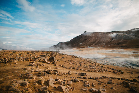 Photo pour Beautiful scenic Icelandic landscape with rocks, mountains and hot springs with steam - image libre de droit