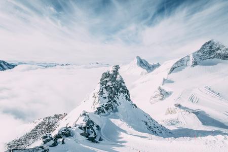 Foto de Beautiful scenic landscape with snow-capped mountains in Mayrhofen ski area, Austria - Imagen libre de derechos