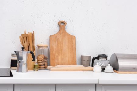 Foto de various wooden kitchenware on table at kitchen - Imagen libre de derechos