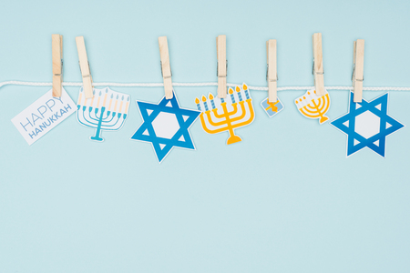 Photo pour Top view of hannukah holiday paper signs pegged on rope isolated on blue background, hannukah concept - image libre de droit
