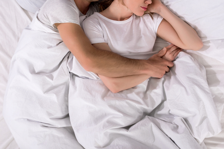 Photo pour partial view of couple sleeping in bed at home - image libre de droit