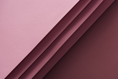 Photo pour top view of pink and empty sheets of paper on burgundy background - image libre de droit