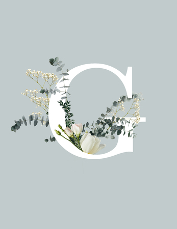 Photo pour White letter C with wildflowers, buds and green leaves isolated on grey background - image libre de droit