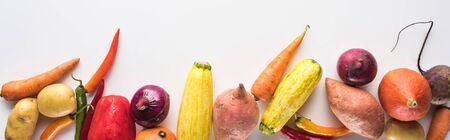 Photo pour panoramic shot of colorful fresh vegetables on white background - image libre de droit