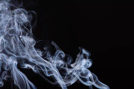 Foto de abstract white flowing smoke on black background - Imagen libre de derechos