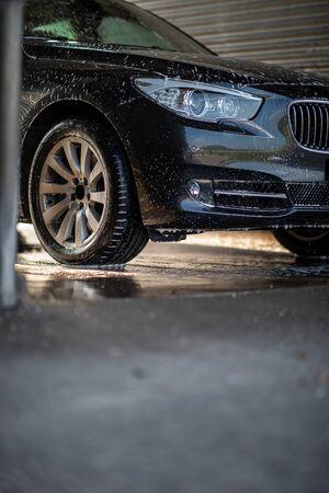 Foto de Car in a car wash - Imagen libre de derechos