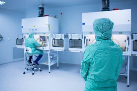 Foto de Cytostatic meds being prepared in a super clean lab environment - (shallow DOF; color toned image) - Imagen libre de derechos