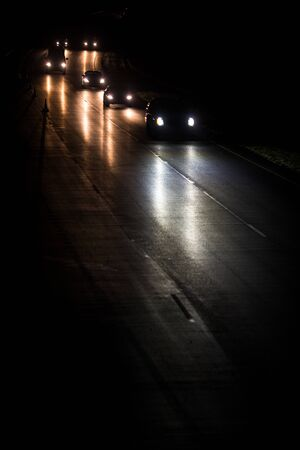 Photo pour Busy highway at night with cars of commuters going home from work - image libre de droit