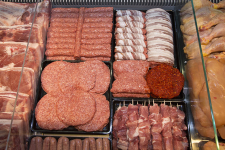 Foto für Variety Of Raw Meat - Kebabs Of Minced Meat, Beef Patties, Pork Skewers,Kebabs Wrapped In Bacon, Sausages At The Market Place - Lizenzfreies Bild