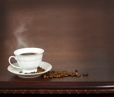 Photo pour Coffee cup  on a wooden table. - image libre de droit
