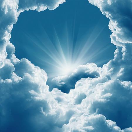 Photo pour Beautiful  white clouds and sun - image libre de droit