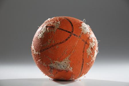 Photo pour worn-out basketball ready to been thrown away - image libre de droit