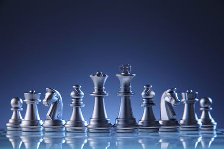 Photo pour chess pieces on the chess board - image libre de droit