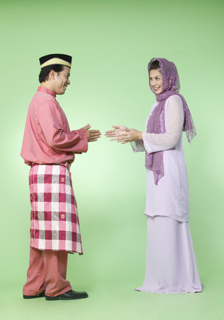 Foto de couple with traditional outfit greeting each other - Imagen libre de derechos