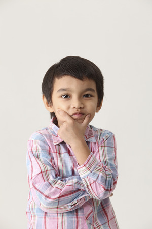 Foto per Portrait of boy with hands resting on the cheeks - Immagine Royalty Free