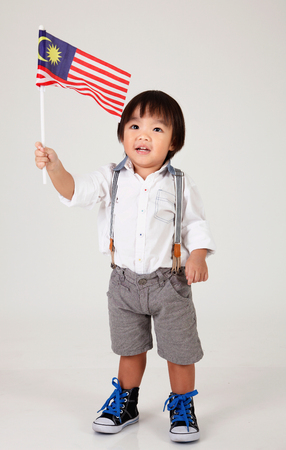 Photo pour chinese boy holding malaysia flag - image libre de droit
