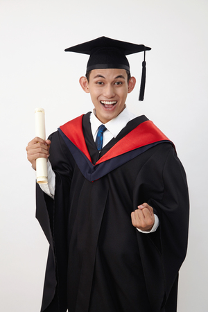 Photo pour young malay teenage graduated student wear rope holding certificate - image libre de droit