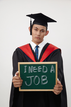 Photo pour malay graduated student holding a blackboard written need a job - image libre de droit