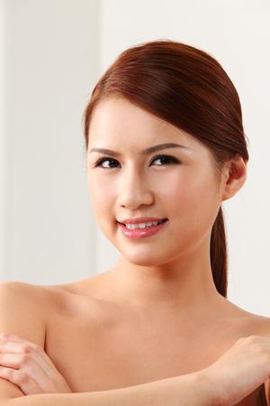 Photo pour Face of a beautiful woman - image libre de droit