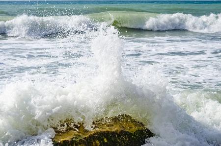 Photo pour Splashing wave on the Black sea in the day. - image libre de droit