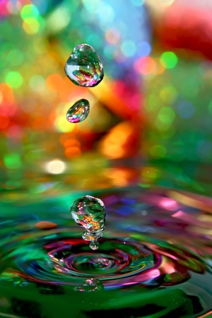 Photo pour Here are the pure drops of water, rest is a play with background and light. - image libre de droit