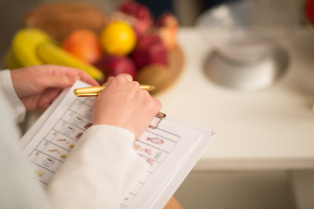 Photo pour Close up image of note book and pen of dietitian. Healthy life style concept. - image libre de droit