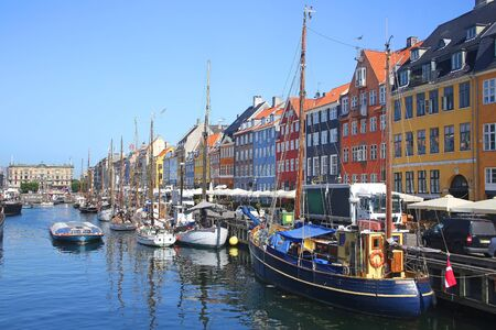 Foto de View of Nyhavn which is a Historic 17th-century waterfront with wooden ships, canal, colourful buildings and entertainment district in Copenhagen, Denmark. - Imagen libre de derechos