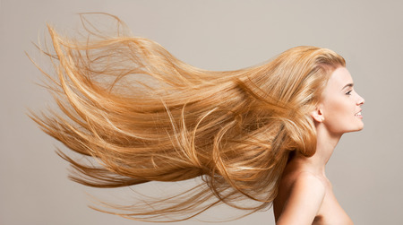 Photo pour Portrait of a beautiful young blond woman with amazing flowing hair. - image libre de droit