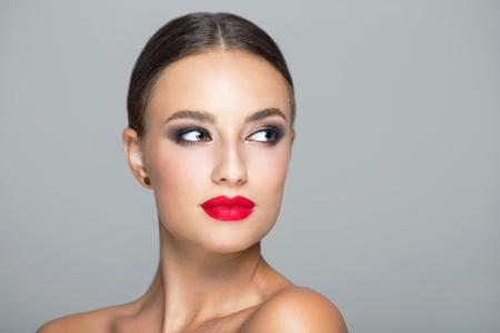 Foto de Portrait of a young beautiful brunette woman  in heavy makeup. - Imagen libre de derechos