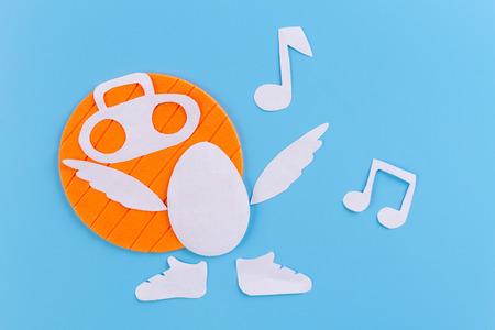 Photo pour egg as a singer singing concept image. - image libre de droit