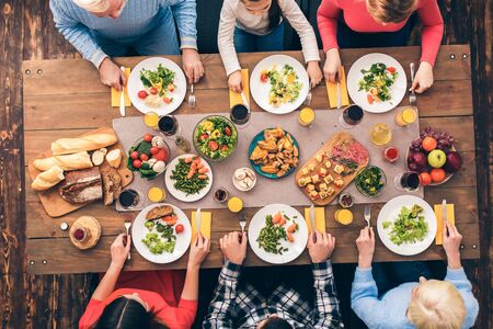 Photo pour Every member of the big family eats. Festive table set for six people. Wooden background top view mock-up - image libre de droit