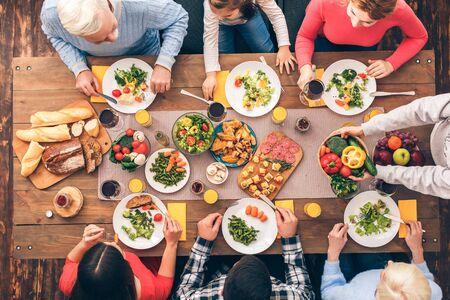 Photo pour Healthy lifestyle. The family eats properly. Festive table set for six people. Wooden background top view mock-up. Wooden background top view mock-up - image libre de droit