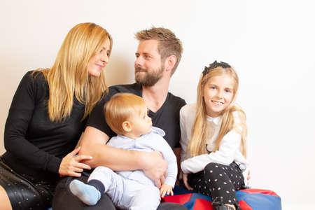 Photo pour Happy family with children smiling - image libre de droit