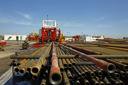 Oil pipe and oil drilling rig equipment