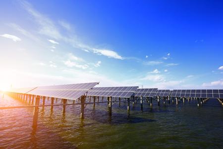 Photo pour Solar panels on the water - image libre de droit