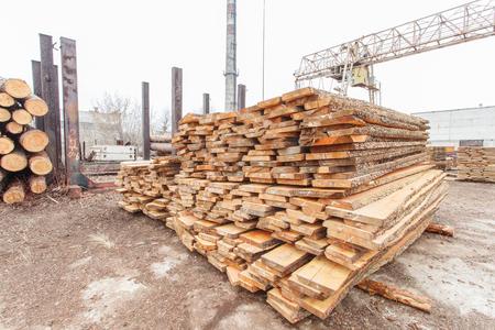 Photo pour storage timber crane lumber industry - image libre de droit