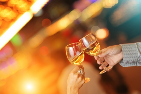 Photo pour Celebration. Hands holding glasses making toast. - image libre de droit