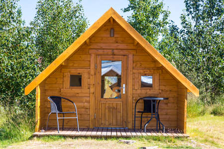 Photo pour Small wooden holiday home in summer on Iceland - image libre de droit