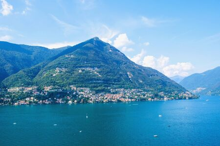 Photo pour Beautiful view of Como Lake or Lago di Como in summer. Popular tourist attraction in Lombardy, Northern Italy. Summer vacations concept. - image libre de droit