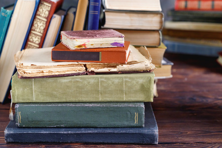 Photo pour Stack of old vintage books on wooden shelf in  university library for reading - image libre de droit