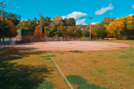 Photo pour Aerial Drone Photography Of A Baseball Field In Downtown Bedford, NH (New Hampshire) During The Fall Foliage Season - image libre de droit