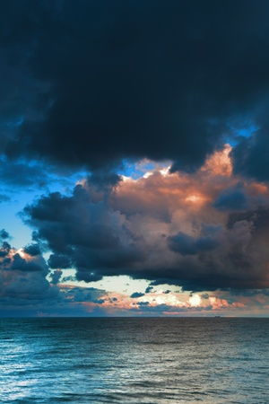 sea sky, storm, tempest, sky clouded overの写真素材