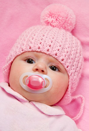 Photo pour A cute little baby gir - image libre de droit