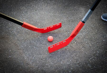 Photo pour children are playing hockey on the street - image libre de droit