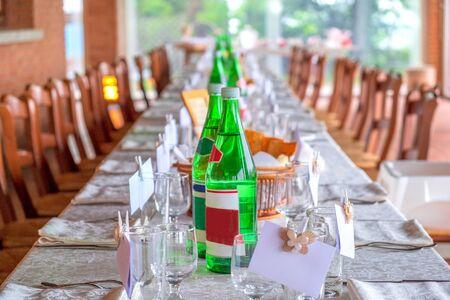 Foto de restaurant invitation prepared table long with glass waters bottles cover charge - Imagen libre de derechos